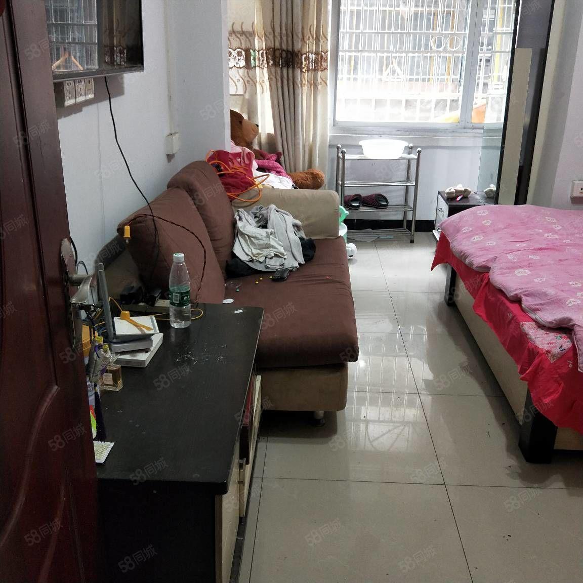 房子装修漂亮光线好家具家电齐楼层好有二个空调