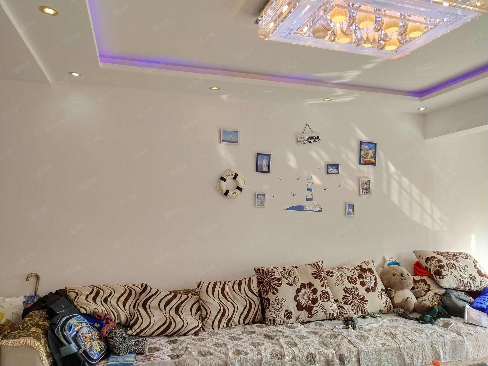 凤凰城中间楼层,私人装修家具家电齐全拎包入住可按揭满两年
