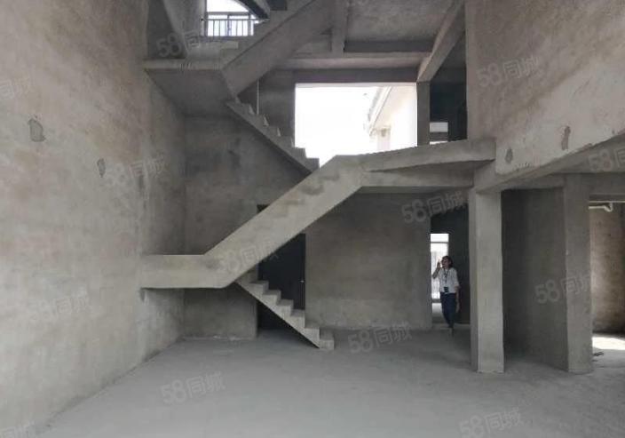 欧洲小镇5室3厅4卫三百多平米买两层送一层