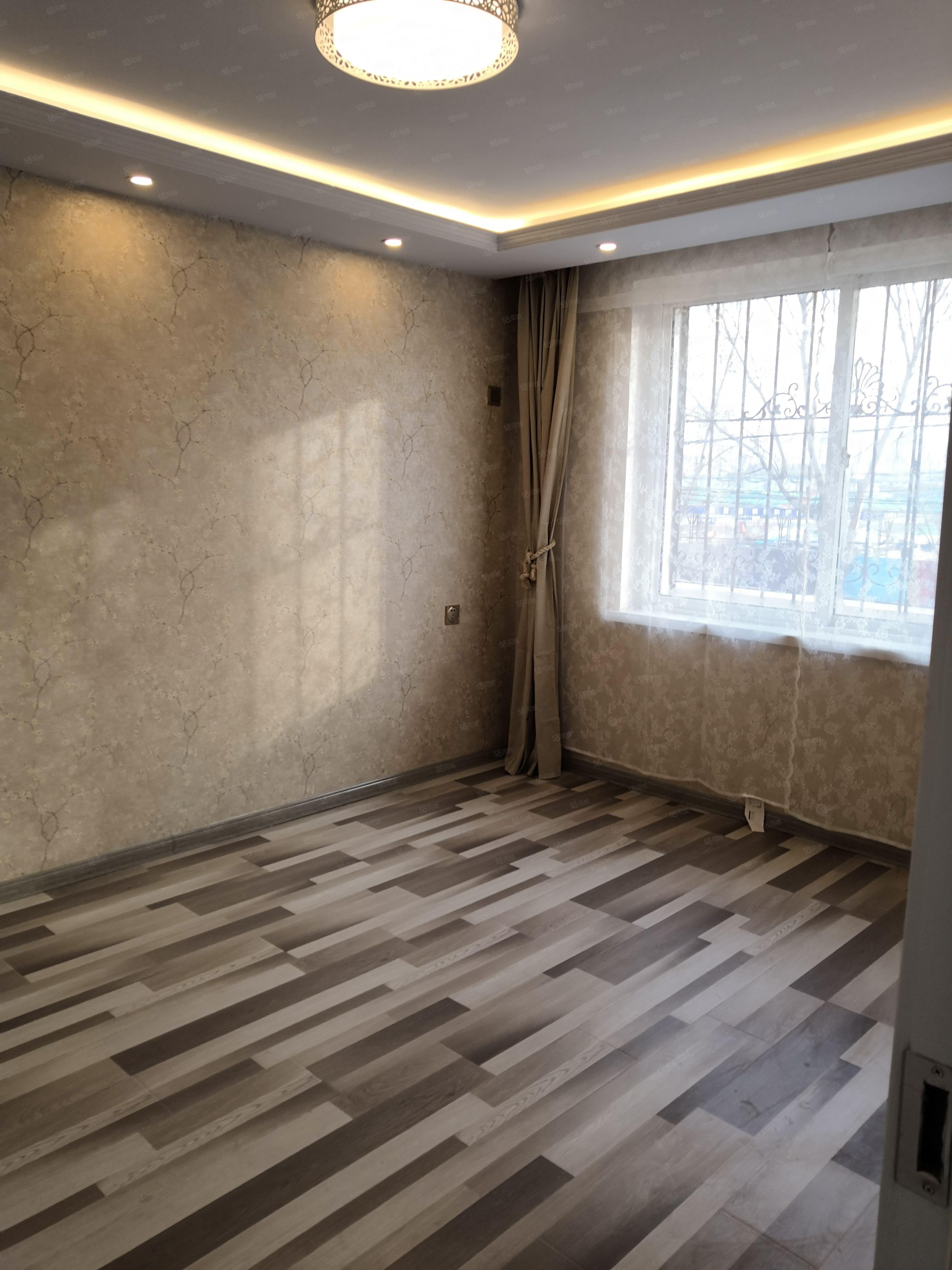 盛世新城2楼40平米一室一厅东厢房豪华装修可以公积金贷款出售