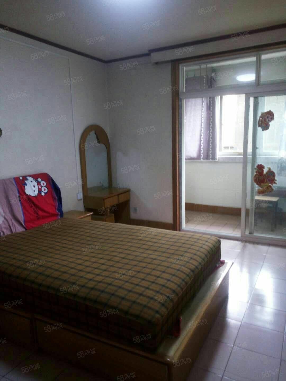 該房子位于六中附近,交通便利,家具,家電齊全,可以拎包入住。