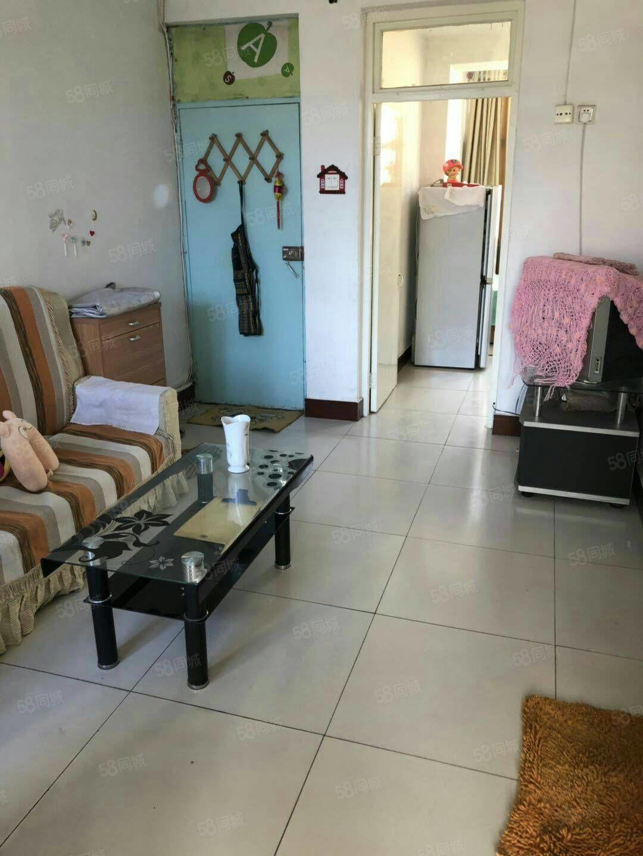 市医院南二室一厅空调热水器冰箱洗衣机床家具900