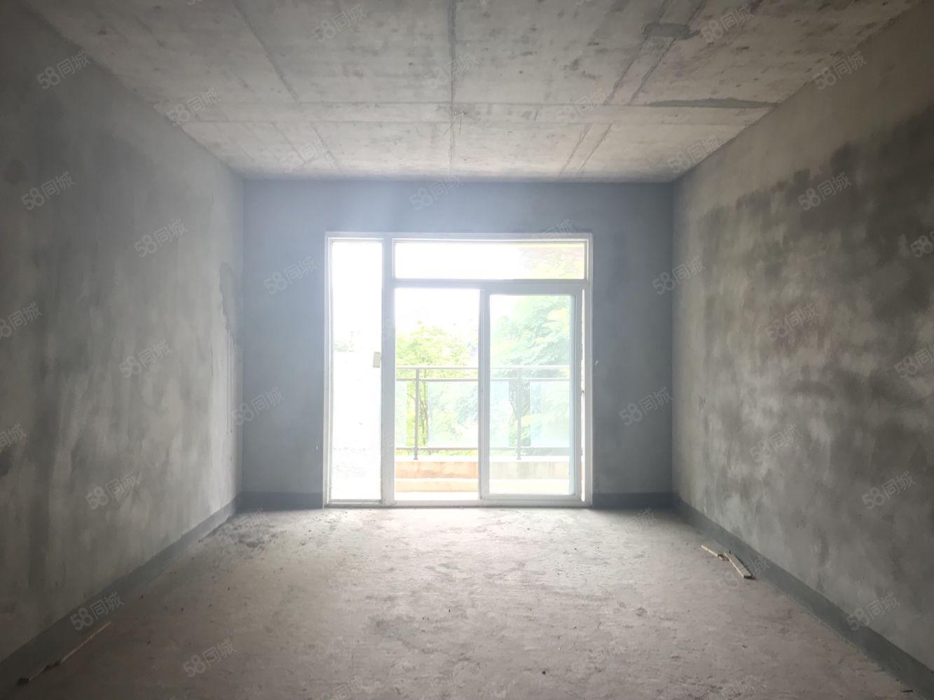 看看这套房多优资,?#24179;?#19977;楼,三室?#25945;?#20004;卫仅售61.8万!