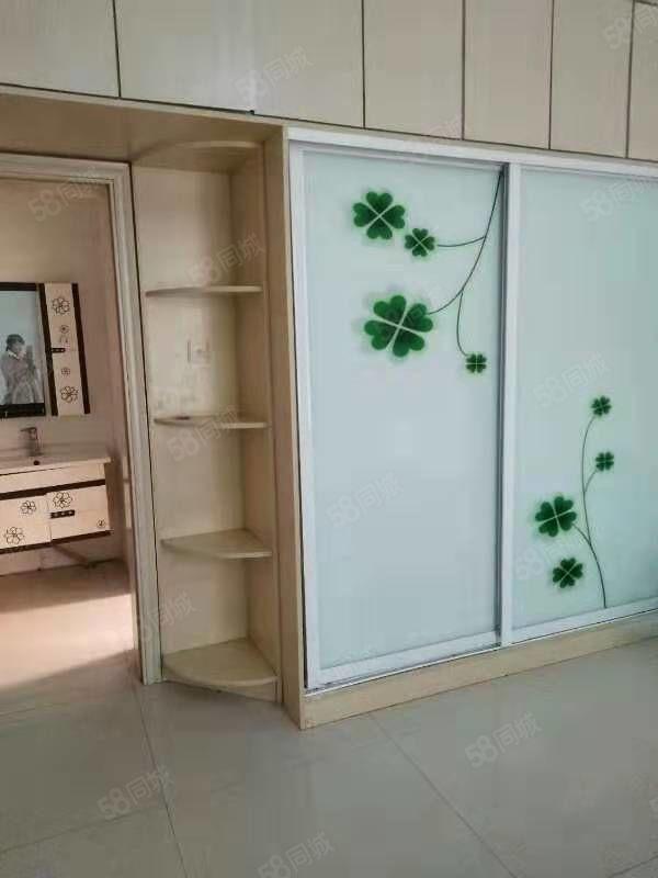 出租,香樟公寓,一楼,两室,简装,有热水器,油烟机,两张床