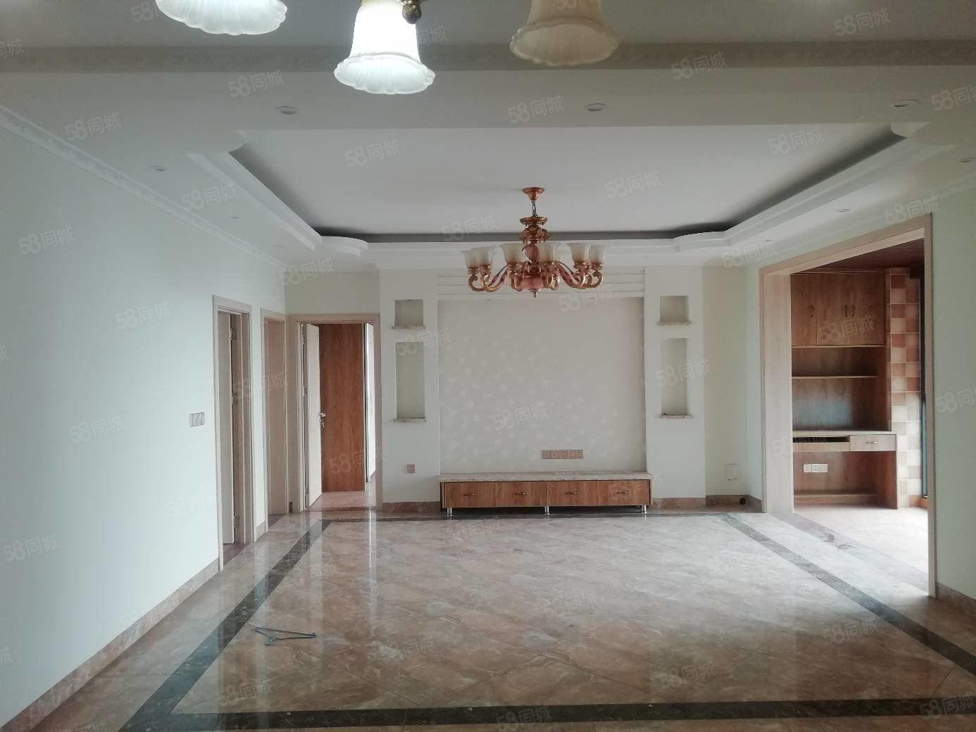 城西位置决佳的两梯4户大3室豪华硬装拎包入住随时看房