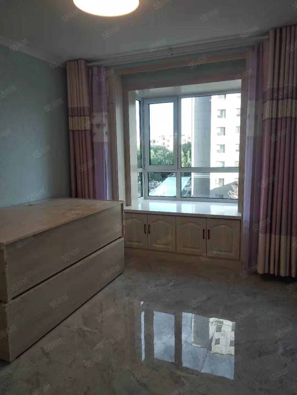 碧水蘭庭,電梯房,精裝修,首次出租。
