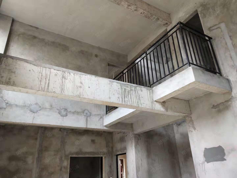 上叠别墅退台式修建3层3个露台还有天台户型方正大气150万