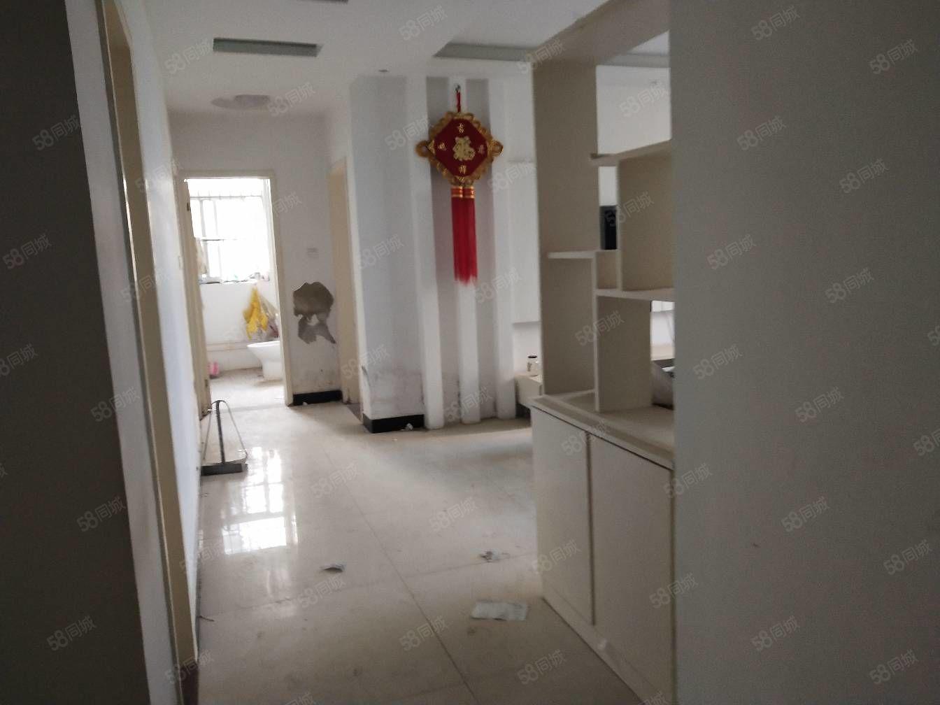 博泰太阳城精装三房出售,洋房二楼,东西全送,有钥匙随时看房