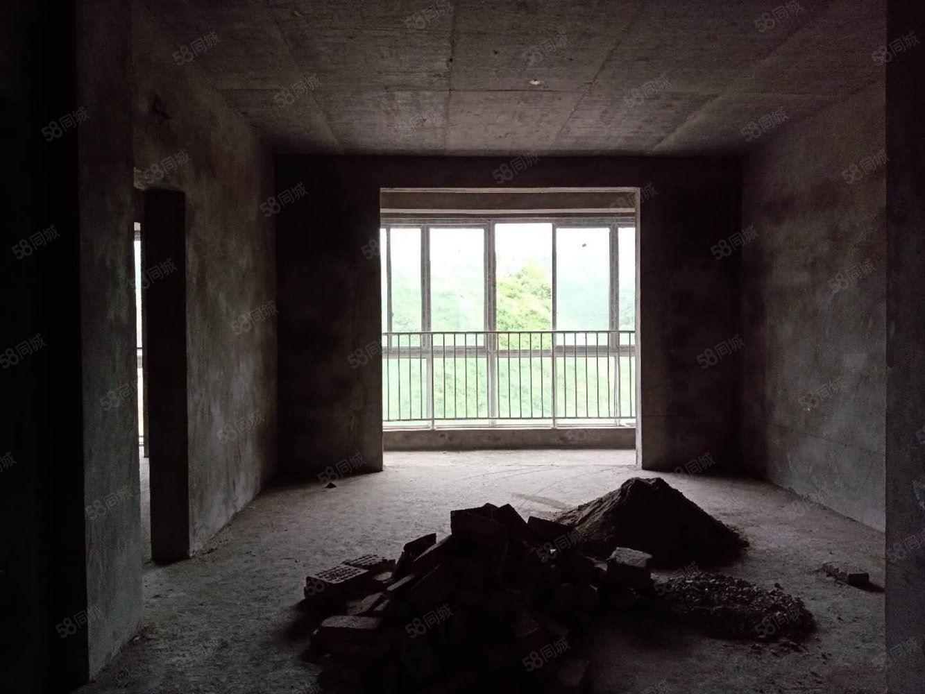 城东学校旁边金三楼位置采光?#27599;?#23665;可按揭