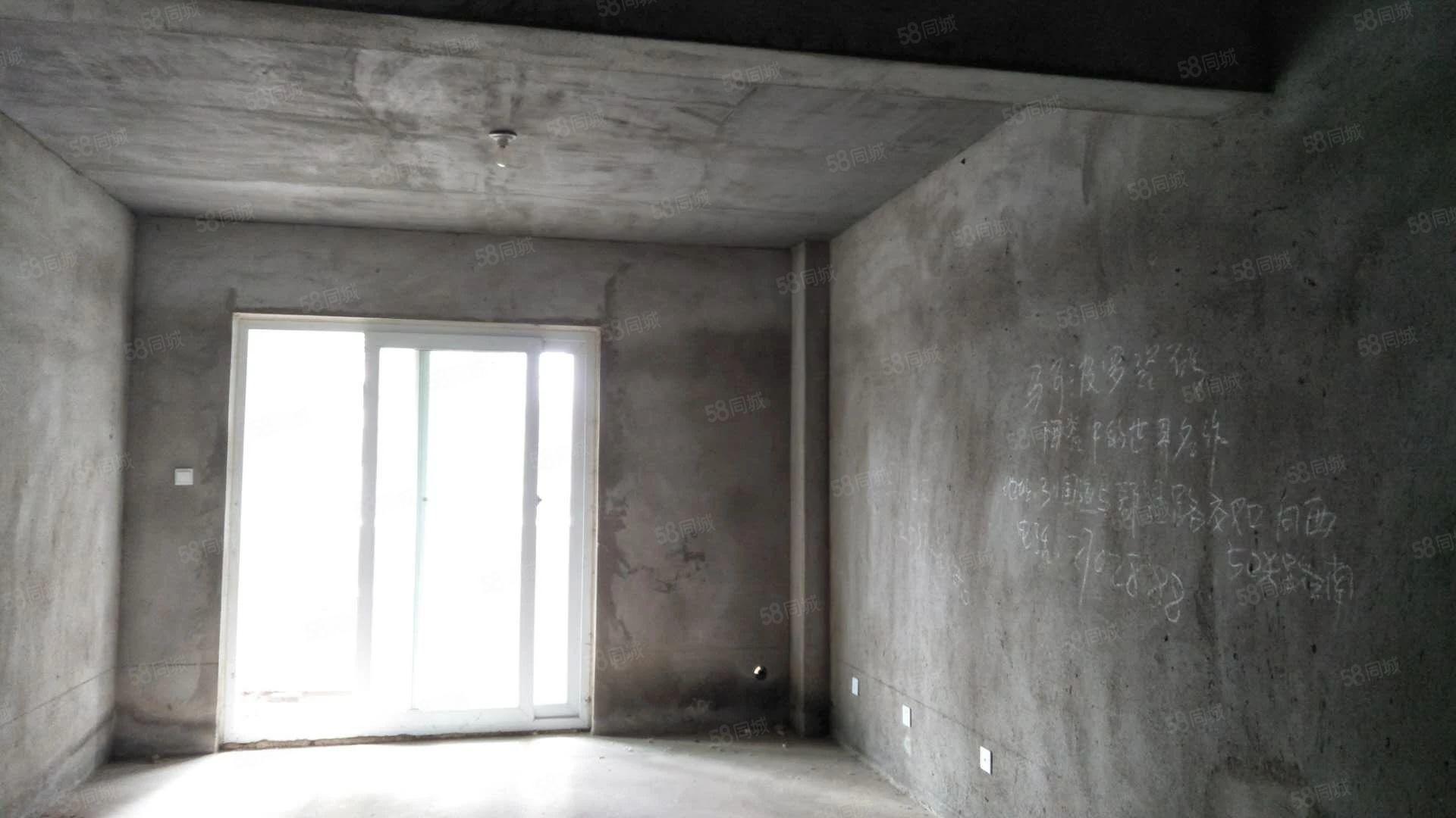 金色曼城步梯中层买就送大露台。可直接过户。