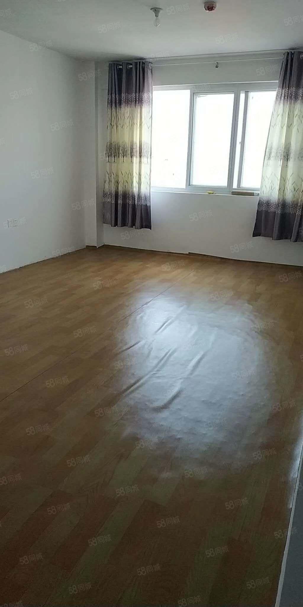 文体花园一楼车库热水器床年租5000
