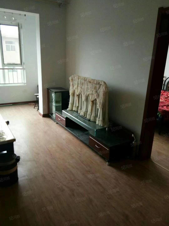 大欣城有房出租,88平米,精装房,1200一月,家具家电齐全