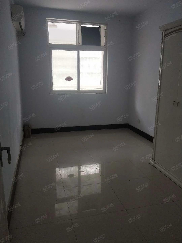 人民路花样年华步梯2楼简装2房送地上大车库可首付