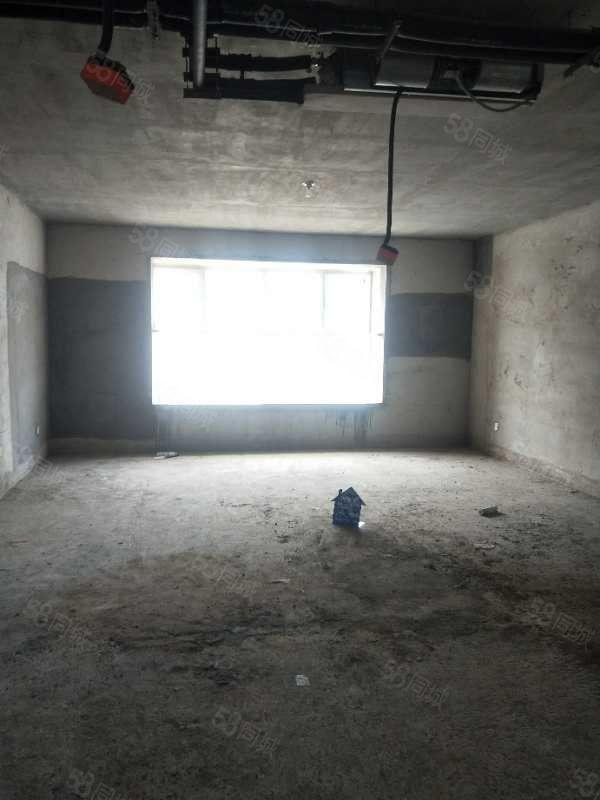 绿城小学两梯两户四室两厅两卫地下室10平