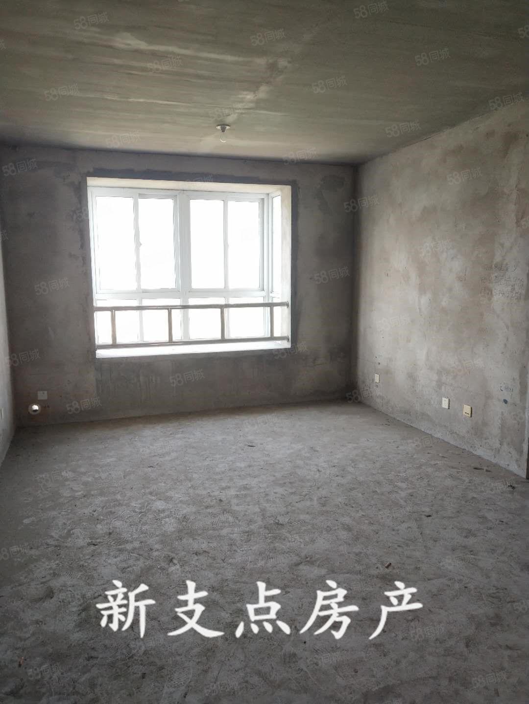 鸿盈小区4楼97平3室毛坯55.8万证齐可贷款