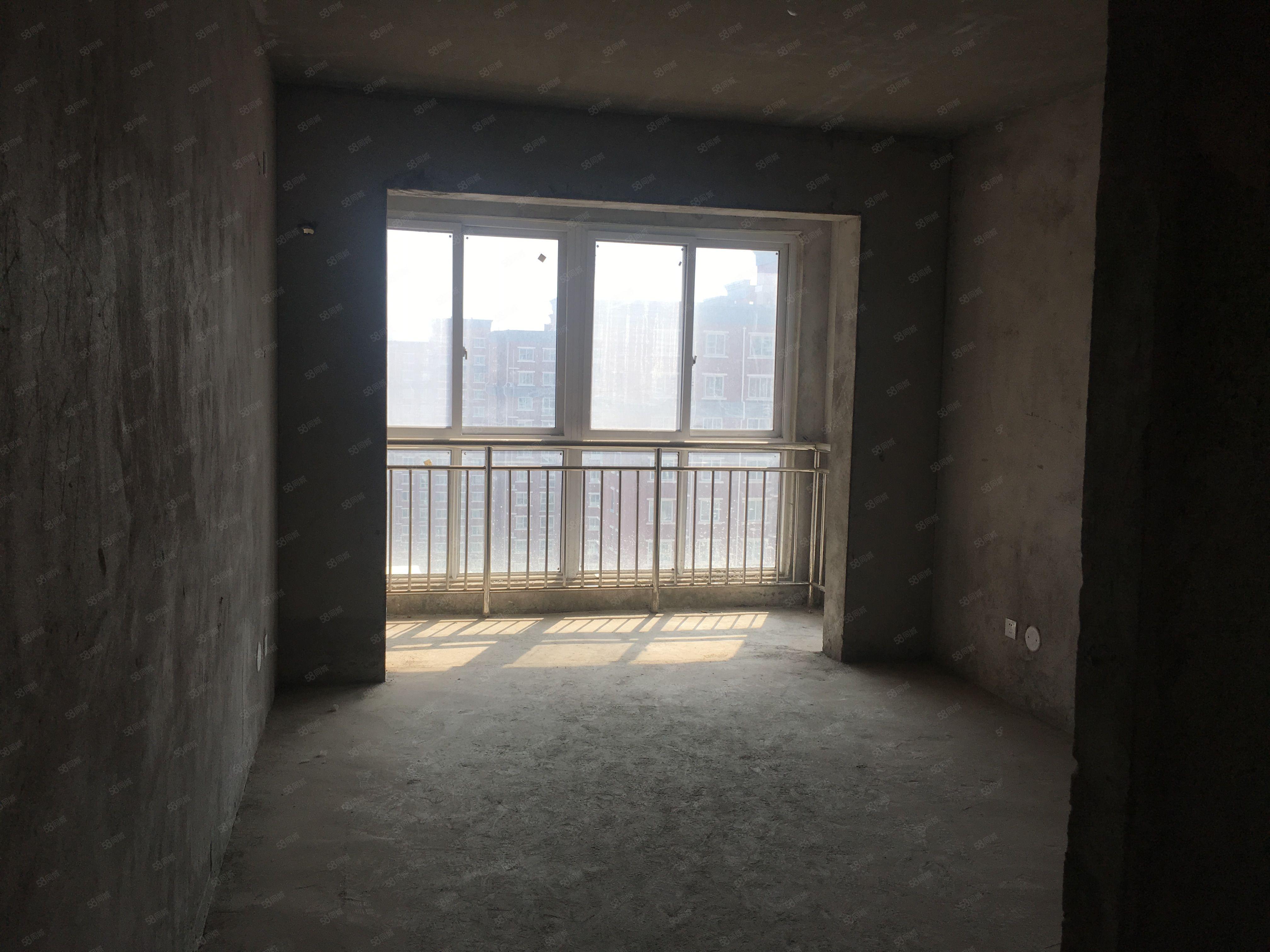 东方新城16楼毛坯三室有证可按揭含车位出售