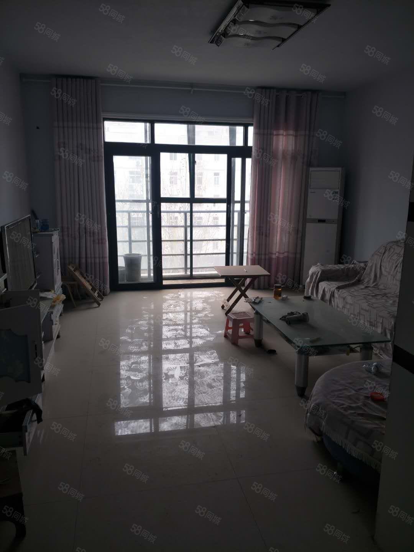 莱茵河畔四室两厅两卫简装,家具家电齐全。
