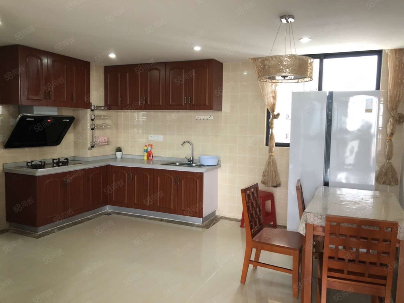 椰风海岸小区3室2厅精装修配置齐全拎包入住