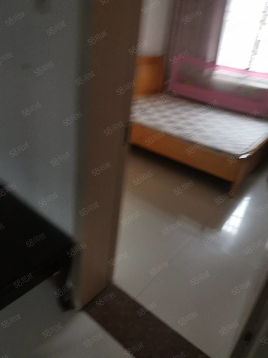 楚天小区三楼两室两厅一卫,拎包入住,年租10000