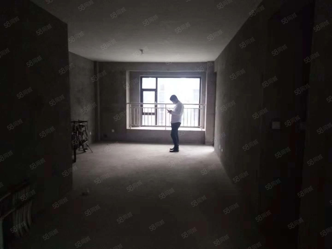 御山河洋房南北通透三室朝阳送8平方的露台仅售90万