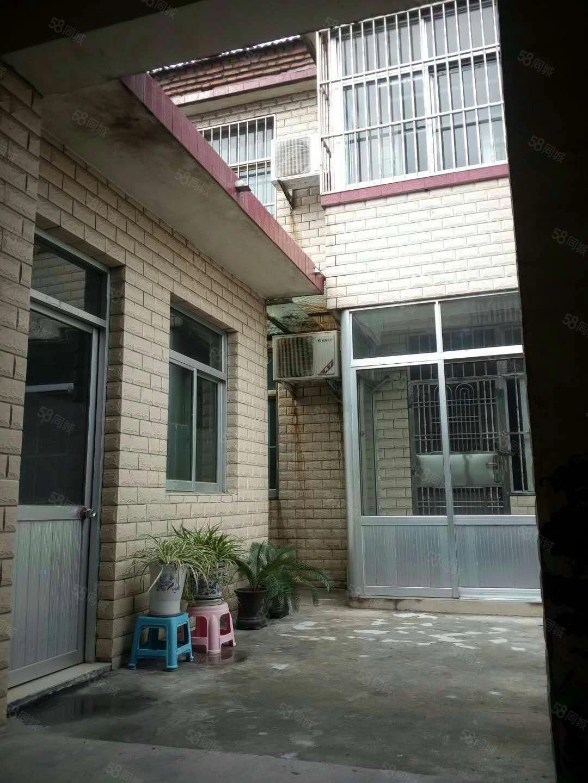 房家窑民房上下两层带院,出路好靠大陆,院里可停车,孟庙西边