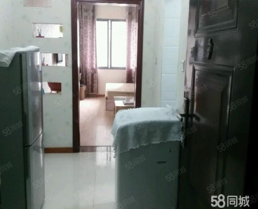 城市广场电梯房出租,家具家电齐全,商务区地段好,生活设施齐全