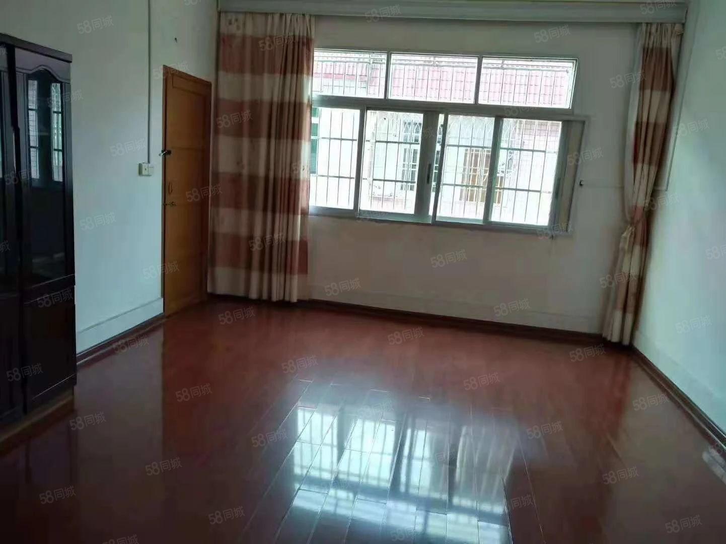 和平北路沿街栋房出售,含一车库可做店面,占地面积79建四层