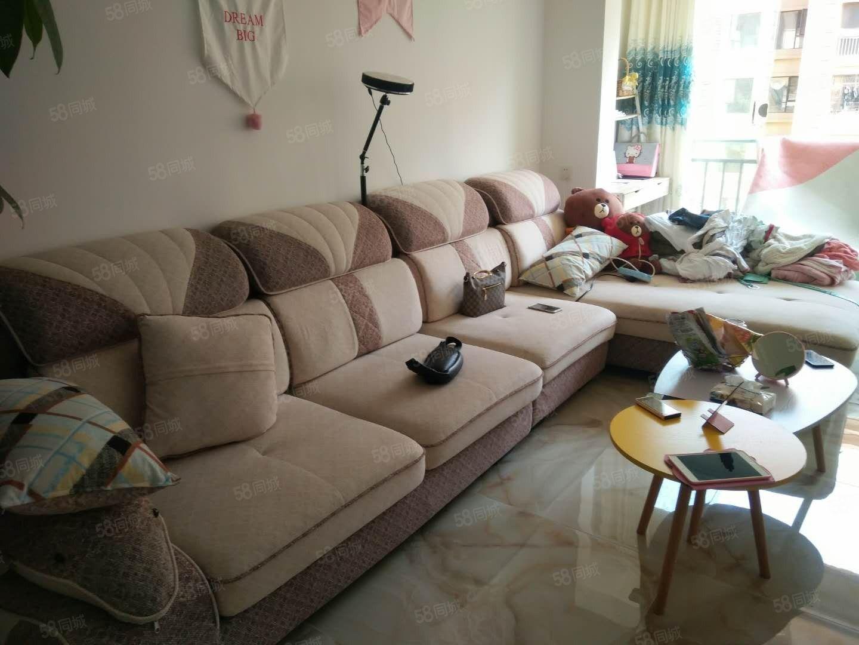 豐都大道飛洋華府梧桐郡中等裝修,房屋干凈整潔。