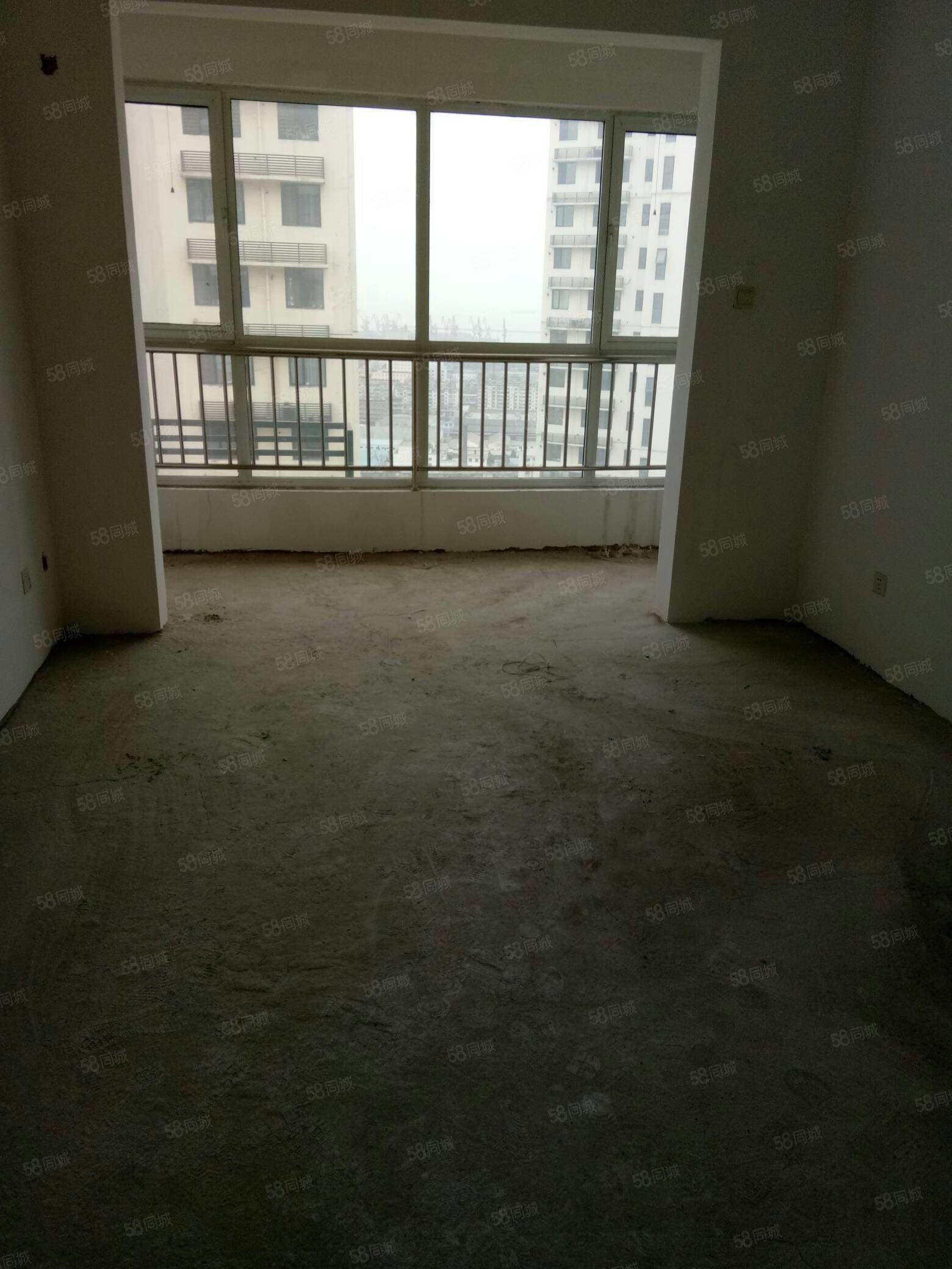 卢龙县蓝钻1楼128平53万4室毛坯新本