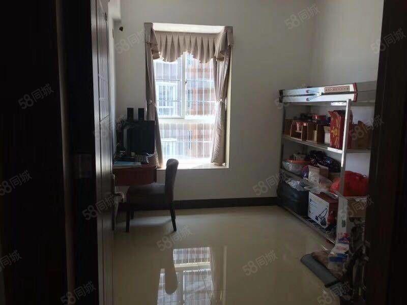 今日笋盘:汇景新城126平方三房两厅两卫转让(已装修)