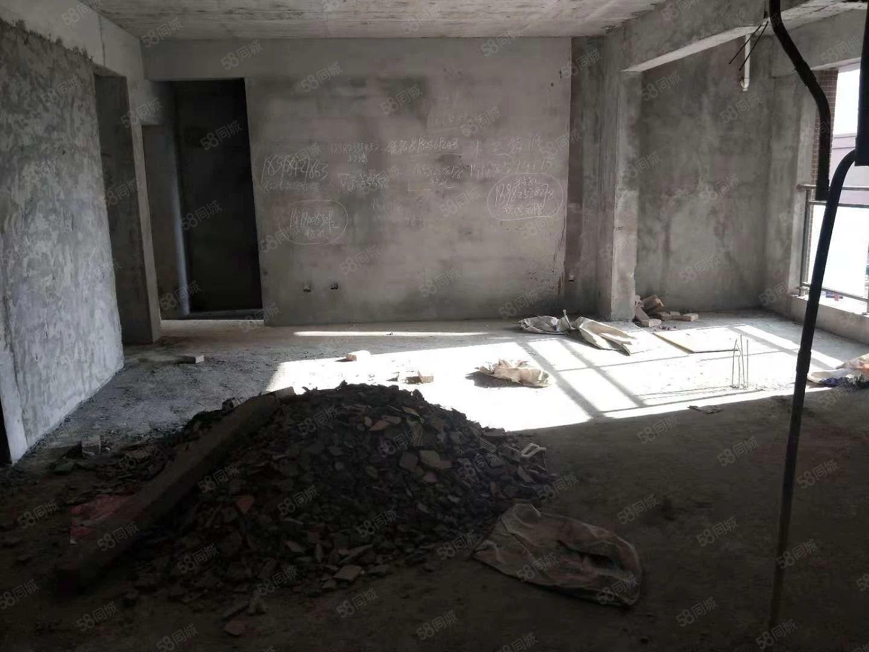 东湖丽景,毛坯3房,可改4室,采光没得摆头,证在手可按揭
