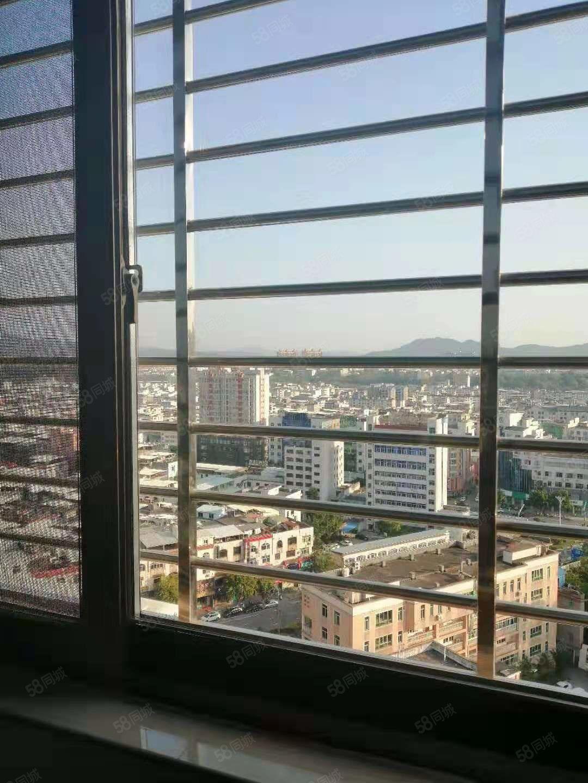 天和国际公馆电梯高层出售大4房豪华装修,三面采光,拎包入住
