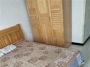 三岔口,中层,两室一厅,精装,80平米,20万!
