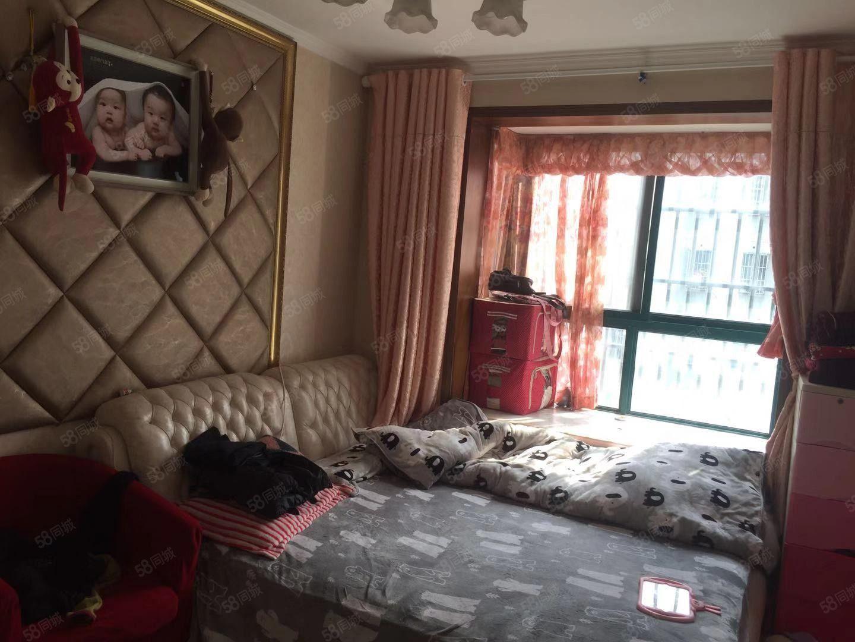 食品小区5楼三室中等装修紧靠华润苏果,人民广场东风桥