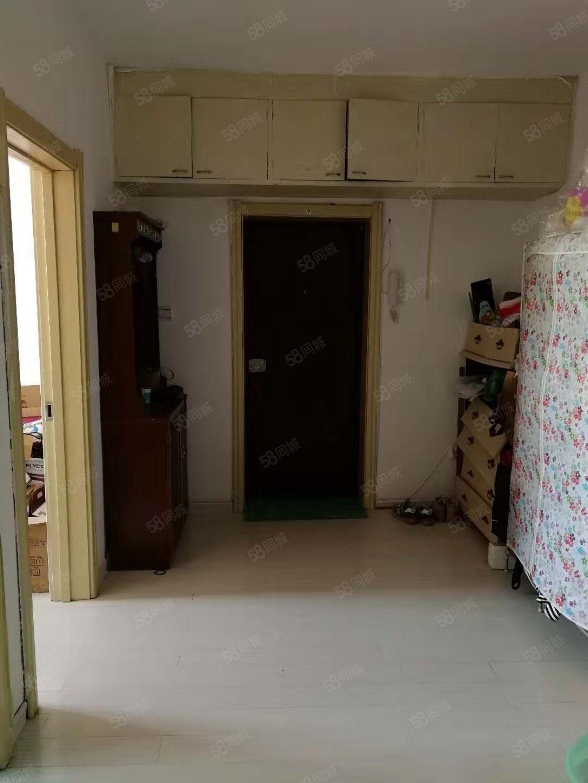 铁锋中东小区,不顶,55米,两室一厅一卫!带家具