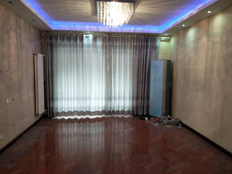 新上房源现代城大2期3楼精装修3室2厅2卫有证税满2年可按揭