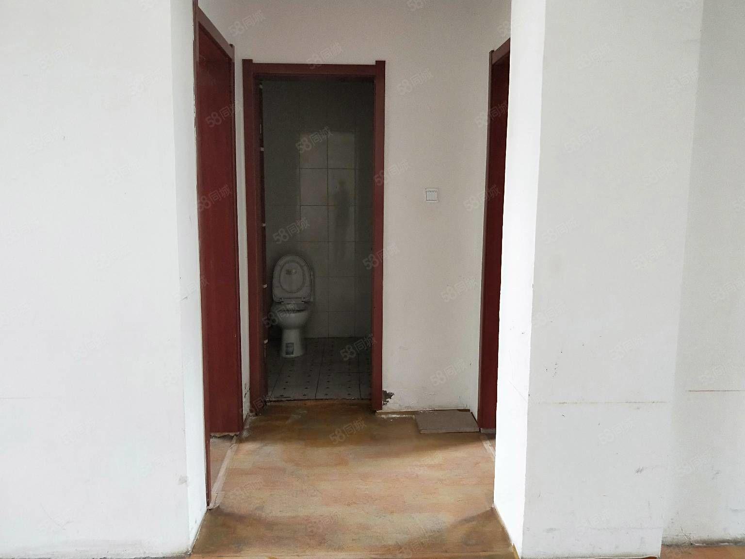 悦湖家园三楼,户型方正,两居室价格合适