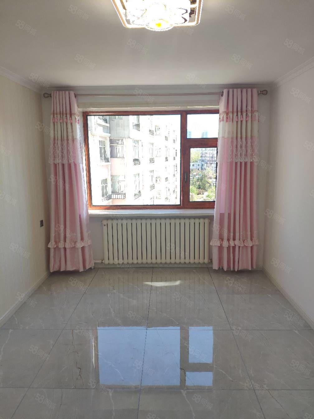 首付2万龙兴嘉园五楼,三室一厅,东西通透,精装修,可做婚房