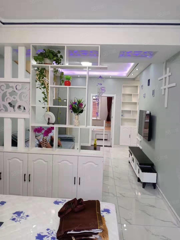 玫瑰小镇一楼新装未住两室一厅南北卧,63.66平,