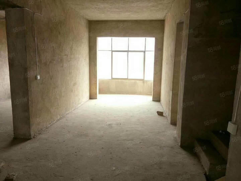 浦江公寓126平方三室两厅南北通透有证可按揭