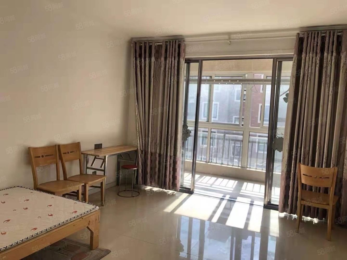 香格里拉4楼3室,提包入住,每个房间都有空调。13500一年