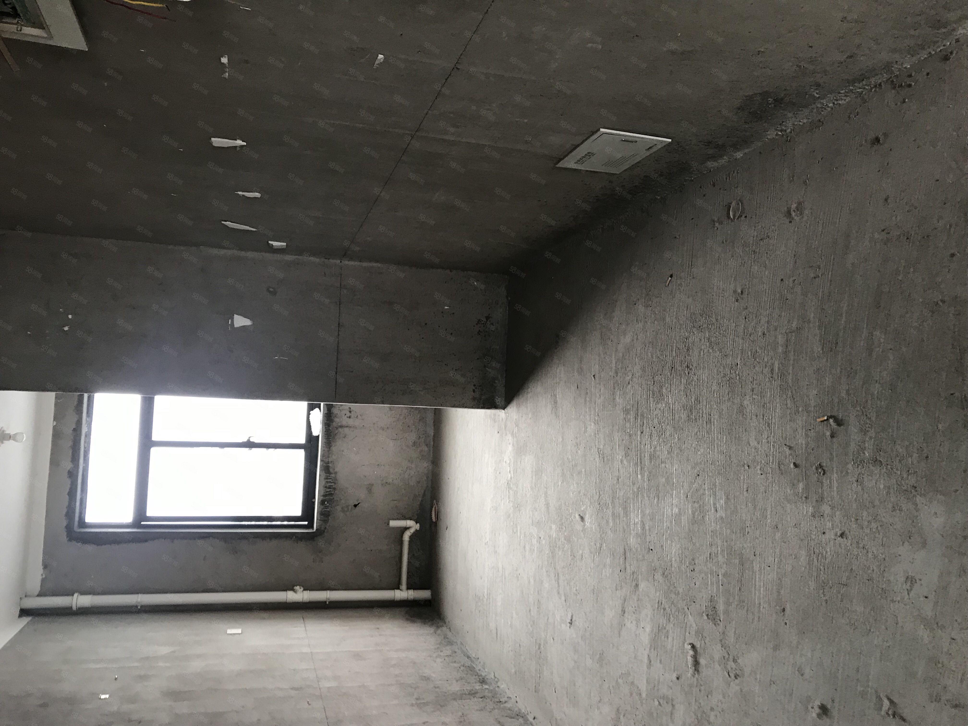 县城中心三室两厅两卫南北通透高层