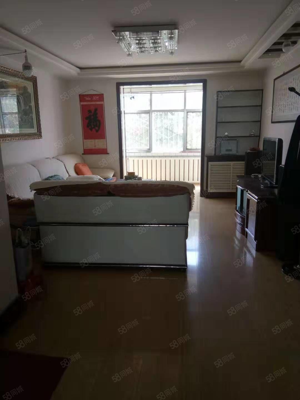 氣象局家屬院一樓,帶家具家電,可拎包入住。