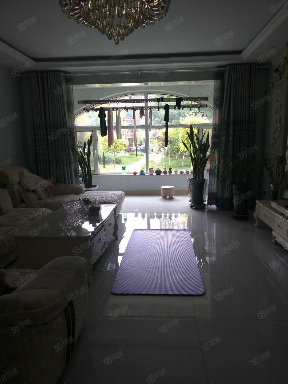 金凤二十一小香溪美地一楼150平,105万精装三居室,无税