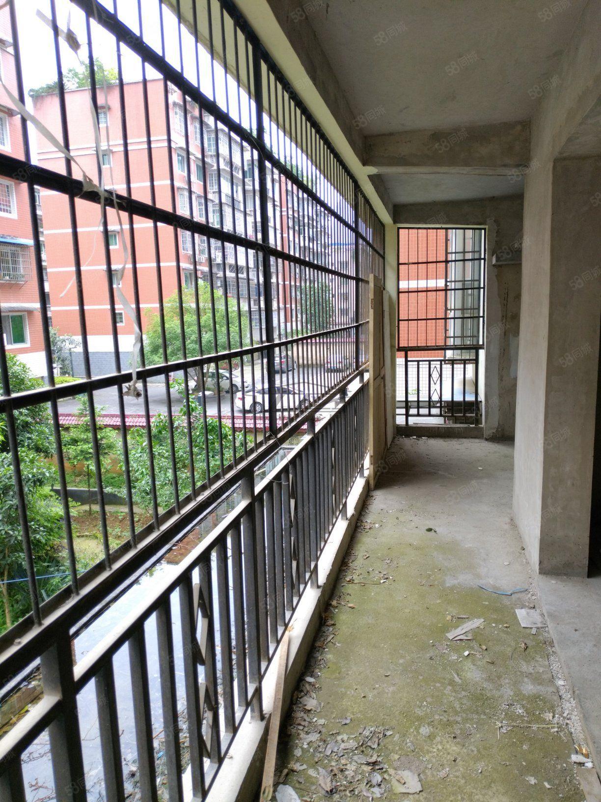 金滩信合小区步梯二楼毛坯4室2厅2卫带阳台停车免费