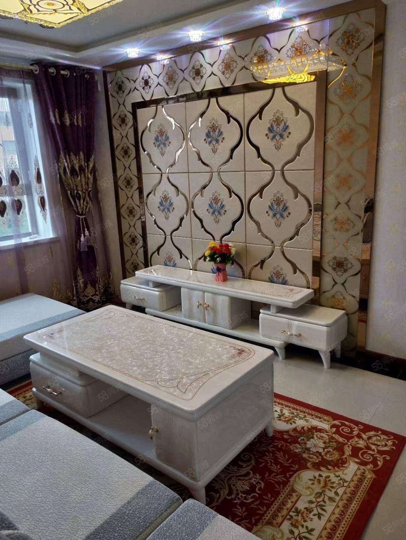 一中附近4楼三室两厅精装修地暖房带品牌家具