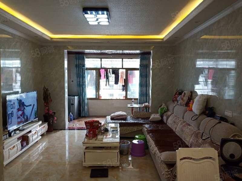 泸县高速路入口户型采光通风俱佳的精装电梯中层四室
