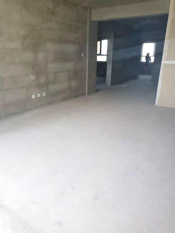 疏勒家园114.8平米的5楼,三室两厅,毛坯房67.8万