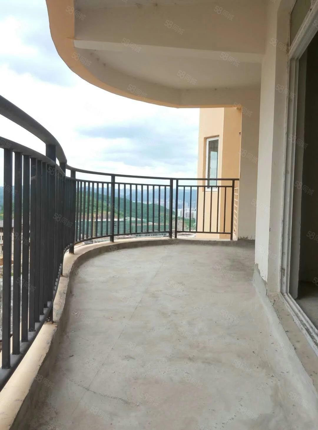 仁山公园160平四室毛坯房支持按揭带车库卖超大阳台