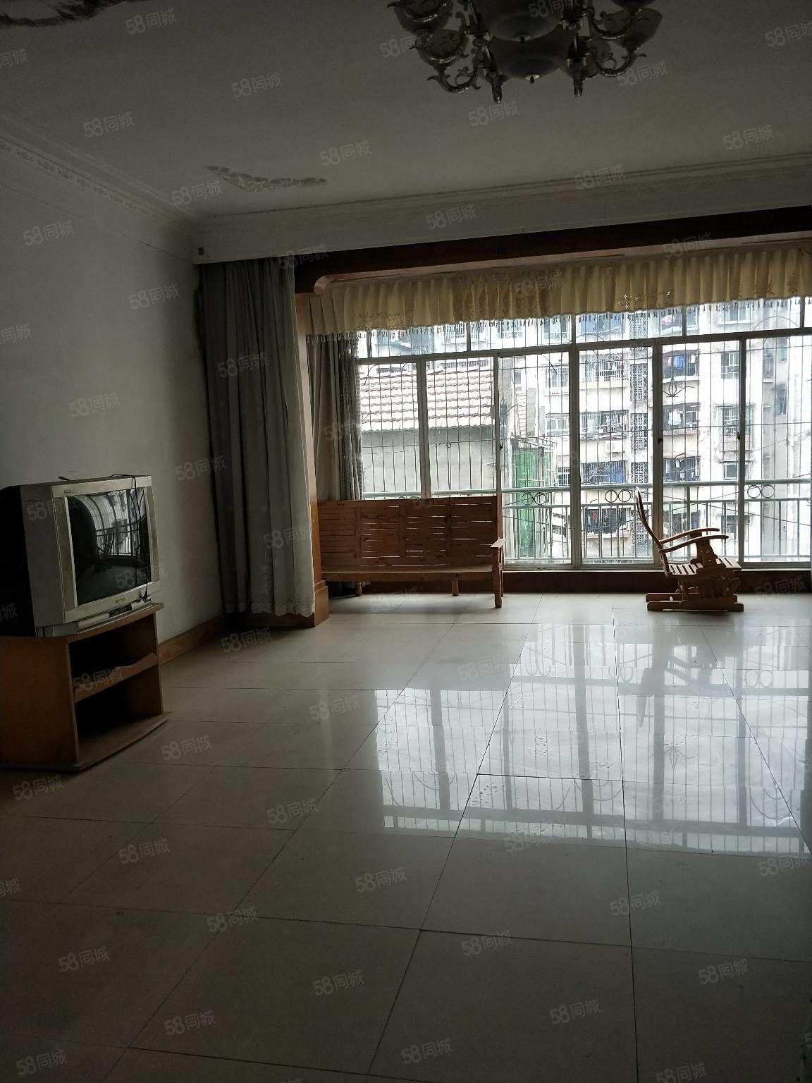 中心医院旁三室带家具家电齐全800/月现房